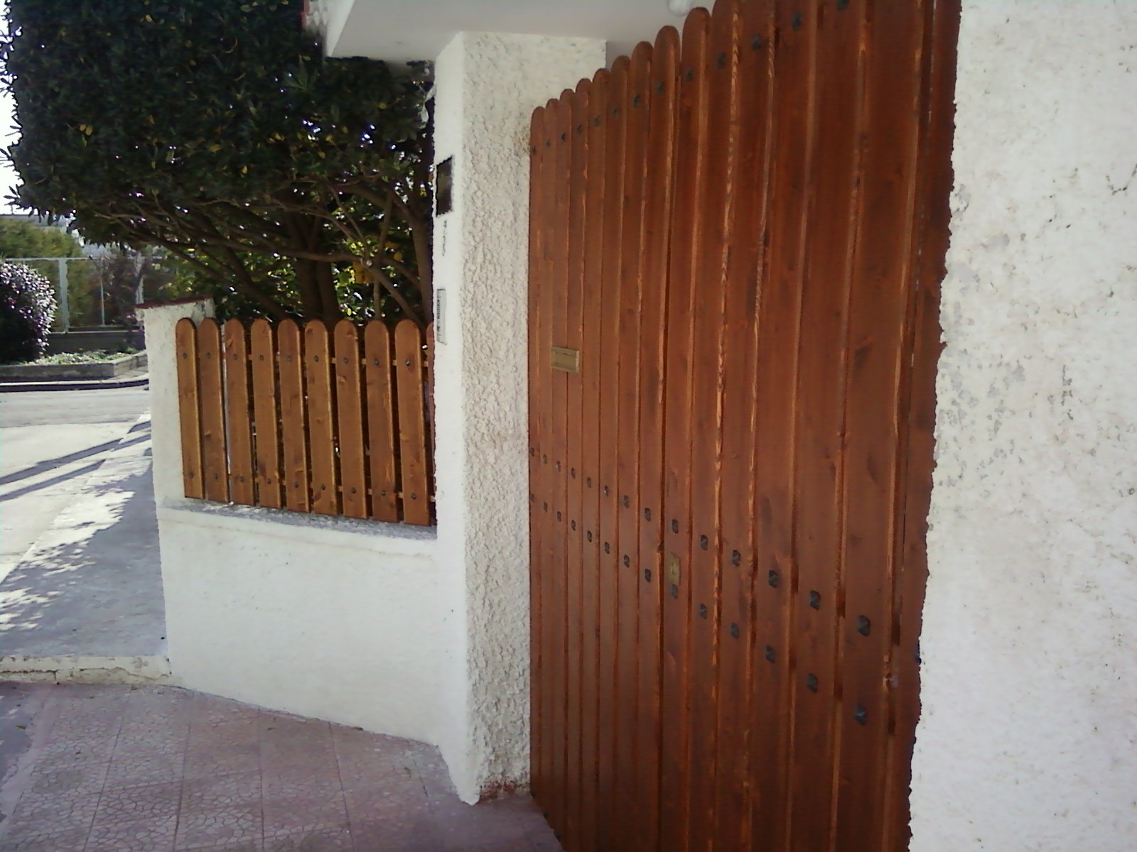 Fai da te hobby legno recinzione con cancello for Cancello in legno fai da te